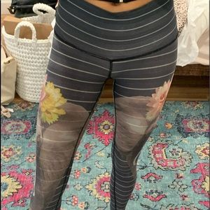 High wasted Teeki graphic leggings